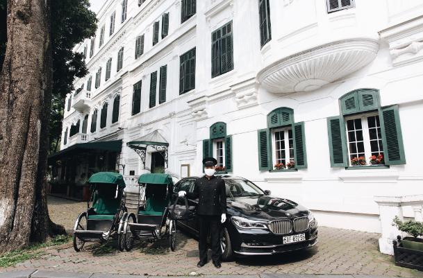 Khách sạn 5 sao nhà hàng bán hàng online